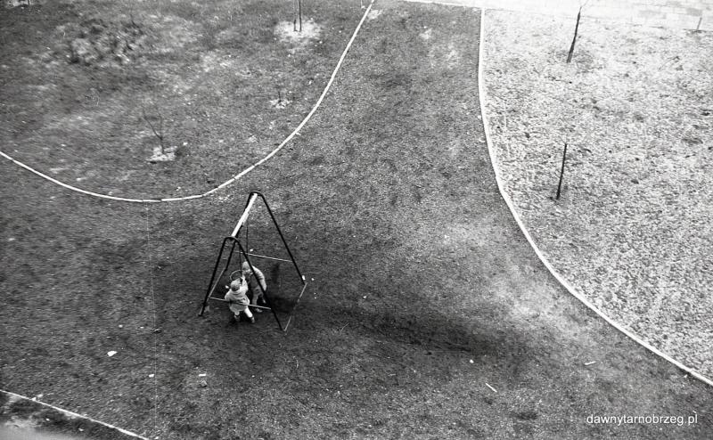 Tarnobrzeg, plac zabaw, ul.H.Dekutowskiego, lata siedemdziesiąte
