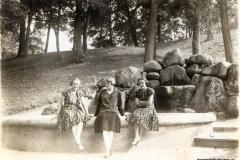 Fontanna w dzikowskim parku, lata trzydzieste