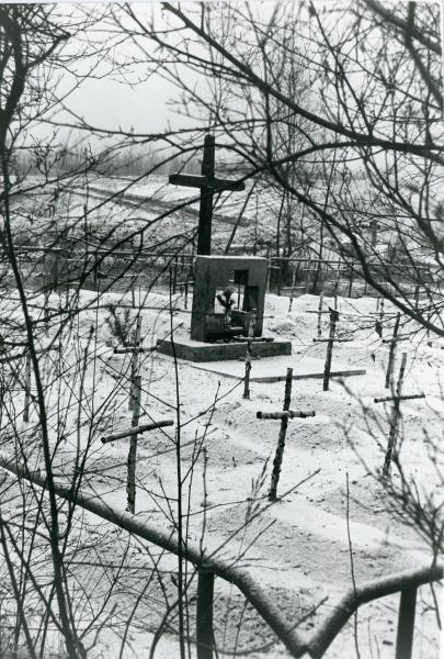 Cmentarz-w-Machowie-1988-zima