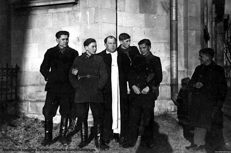 Kółko-ministrantów-w-Tarnobrzegu-1944-r.a