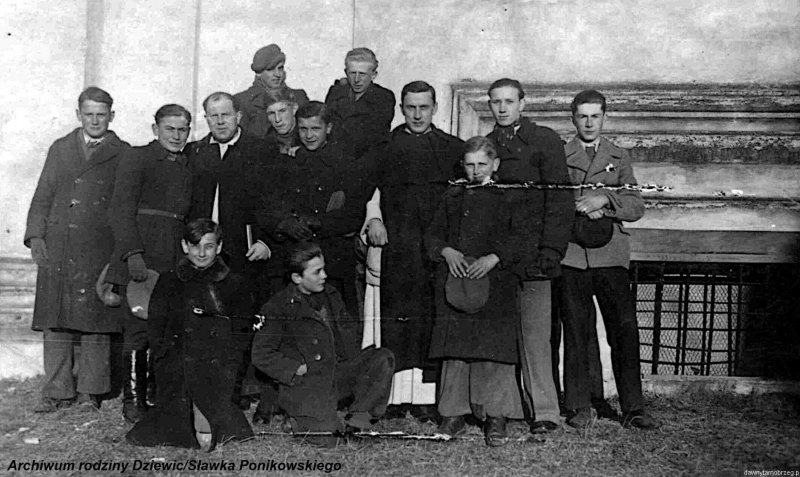 Kółko-ministrantów-w-Tarnobrzegu-1944-r.c