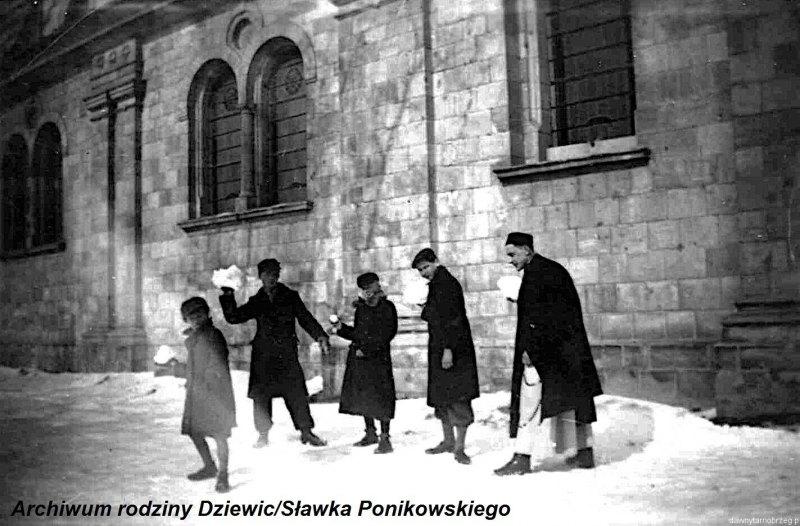 Kółko-ministrantów-w-Tarnobrzegu-1944-r.e