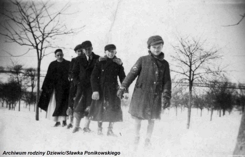Kółko-ministrantów-w-Tarnobrzegu-1944-r.h