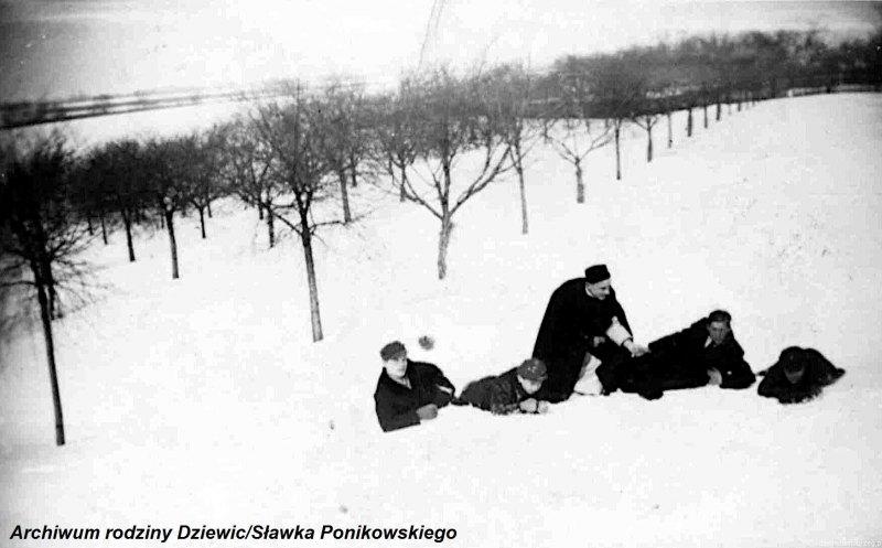 Kółko-ministrantów-w-Tarnobrzegu-1944-r.i