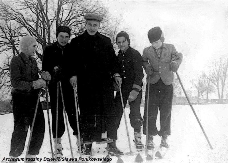 Kółko-ministrantów-w-Tarnobrzegu-1944-r.j