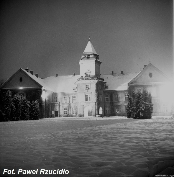 Zamek Dzikowski w zimowej szacie.