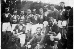 Piłkarska drużyna Katolickiego Stowarzyszenia Młodzieży w Tarnobrzegu (1937r.)